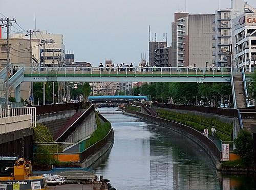 撮影スポット十間橋混雑
