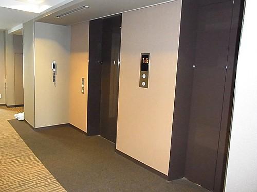 静かなエレベーター