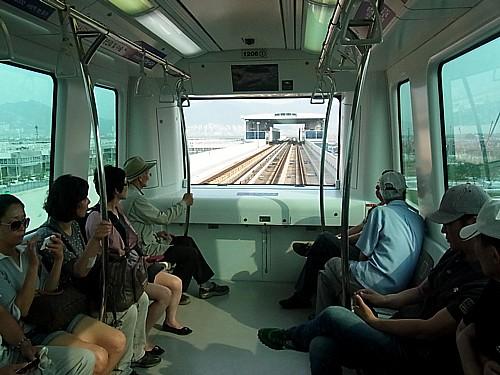釜山空港から市内に向う電車