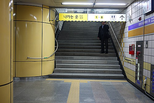 ホームの階段
