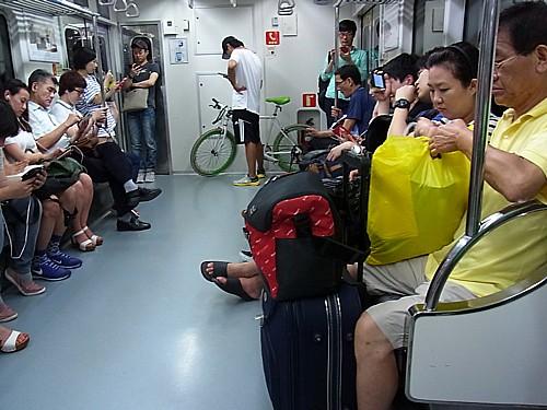 電車の中に自転車