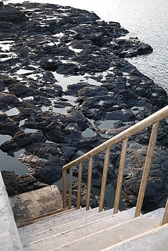 海へ降りる階段