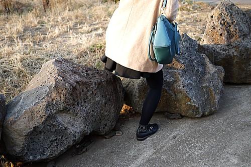 岩を超える