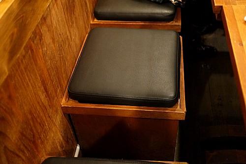 収納庫付き椅子