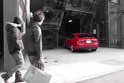 真っ赤なスポーツカー