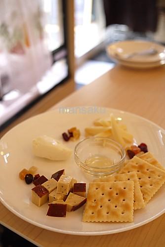4種チーズとクラッカー