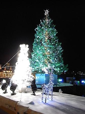 船上のクリスマスツリー