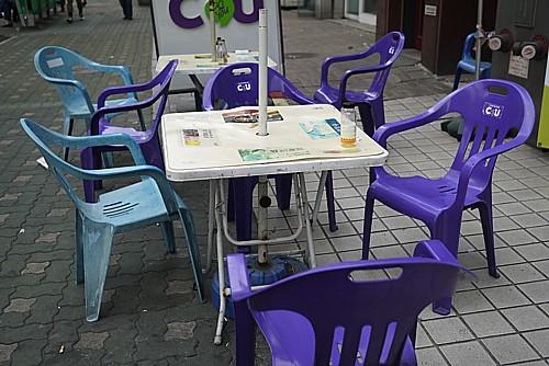 店の前のテーブル