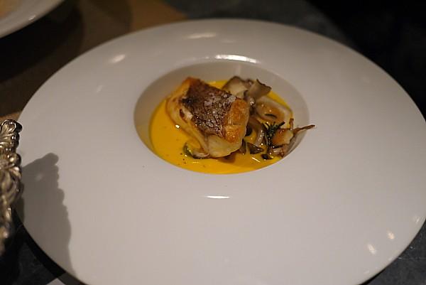 南瓜のスープに浮かべた長崎産・天然真鯛のグリル