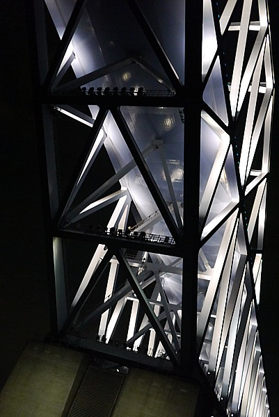 橋の下からの眺め
