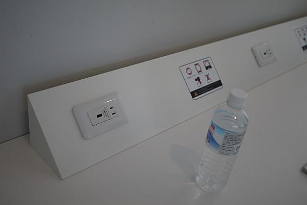 充電コンセント