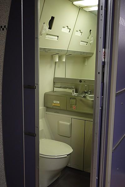 飛行機のトイレ