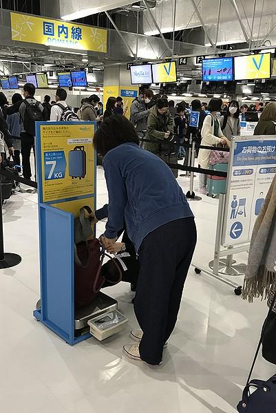 機内持ち込み手荷物のチェック