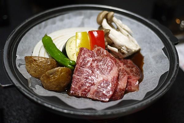 鉄板 牛肉と野菜の陶板焼き