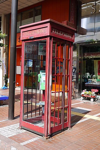 ヨーロッパ風の電話ボックス