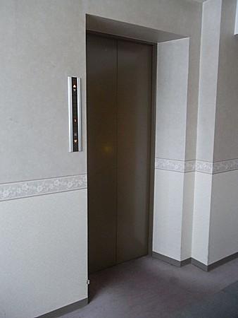 不便なエレベーター