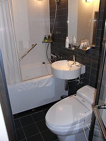 ガラス張りバスルーム
