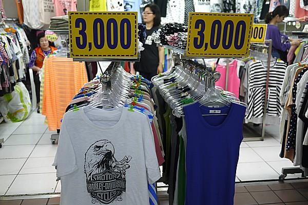 300円Tシャツ