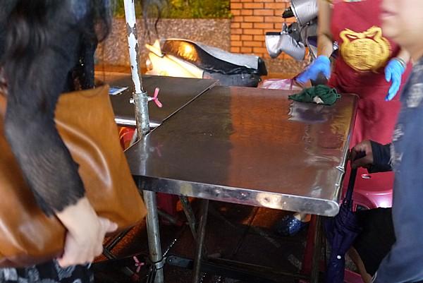 屋台裏のテーブル