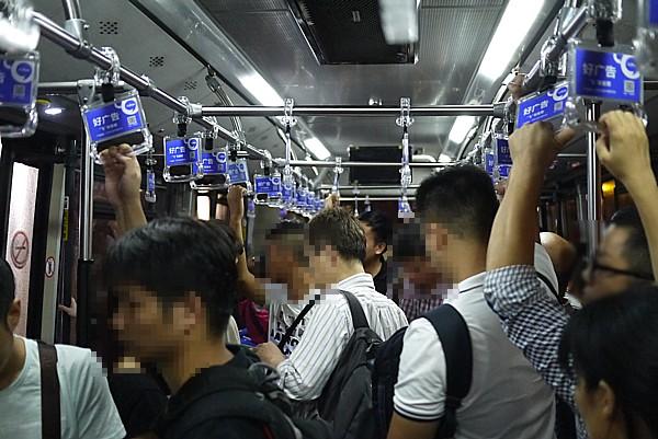 バス車内様子
