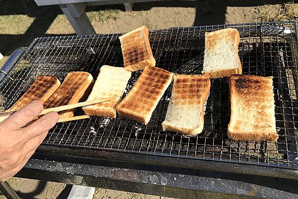 炭で焼いたトースト