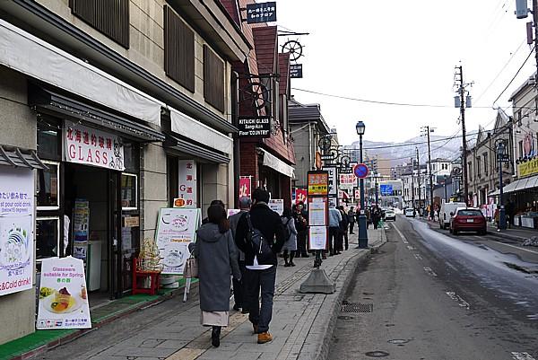 お土産屋が並ぶ堺町通り