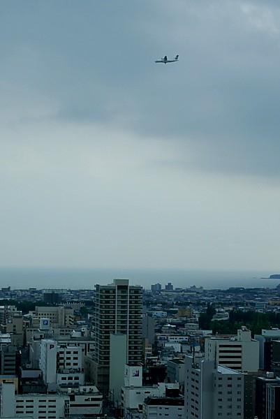 函館空港へ着陸する飛行機